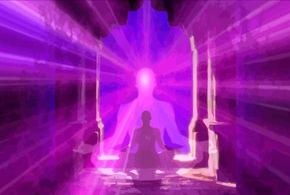 Un méditant en lotus devant un superbe ciel multicolore découvre l'unité et la non-existence de l'égo.